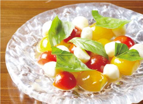 サラダ一例(ミニトマトとモッツァレラチーズ)